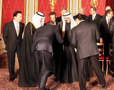 Obama_bows_to_Saudi_King