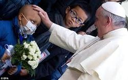 Pope_Francis_with_child