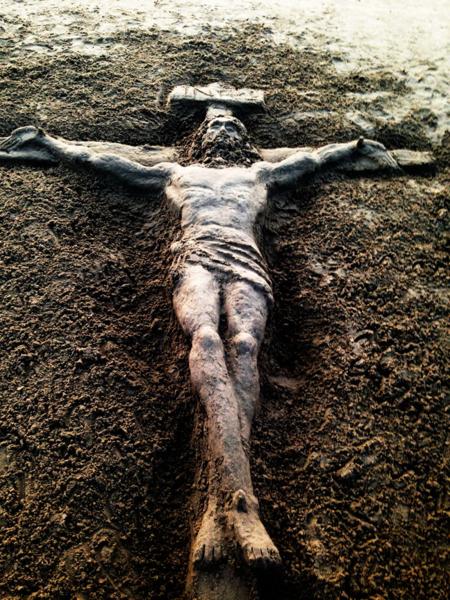 CrucifixOnTheBeach