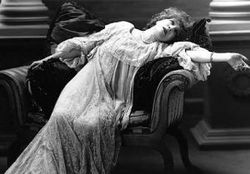 Victorian-lady-fainting
