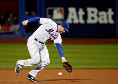 Daniel-murphy-of-the-mets-fails-to-make-play