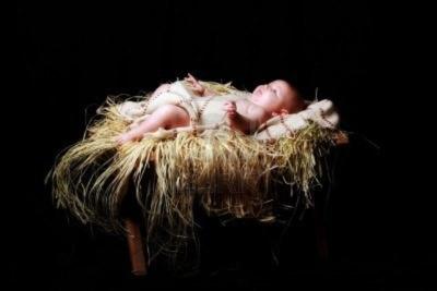 Baby-jesus-lying-in-the-manger